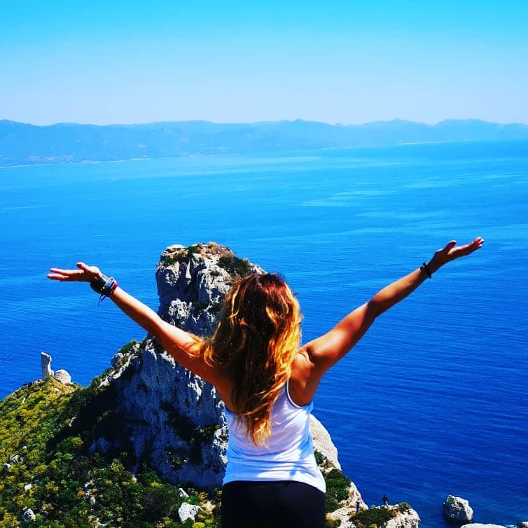 Cristina Muntoni • Come la postura può farci sentire più ...