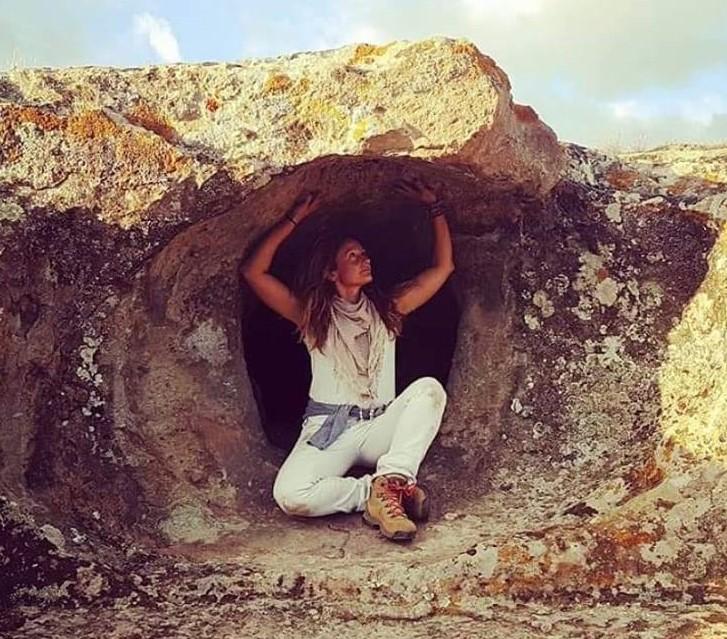 Le Domus de Janas, luoghi del culto della Dea in Sardegna. Cosa sono e il progetto per salvarle