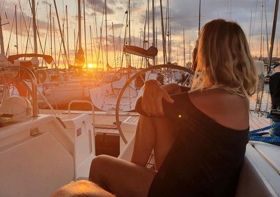Cena al tramonto in barca a vela e scrittura rituale con la Luna piena
